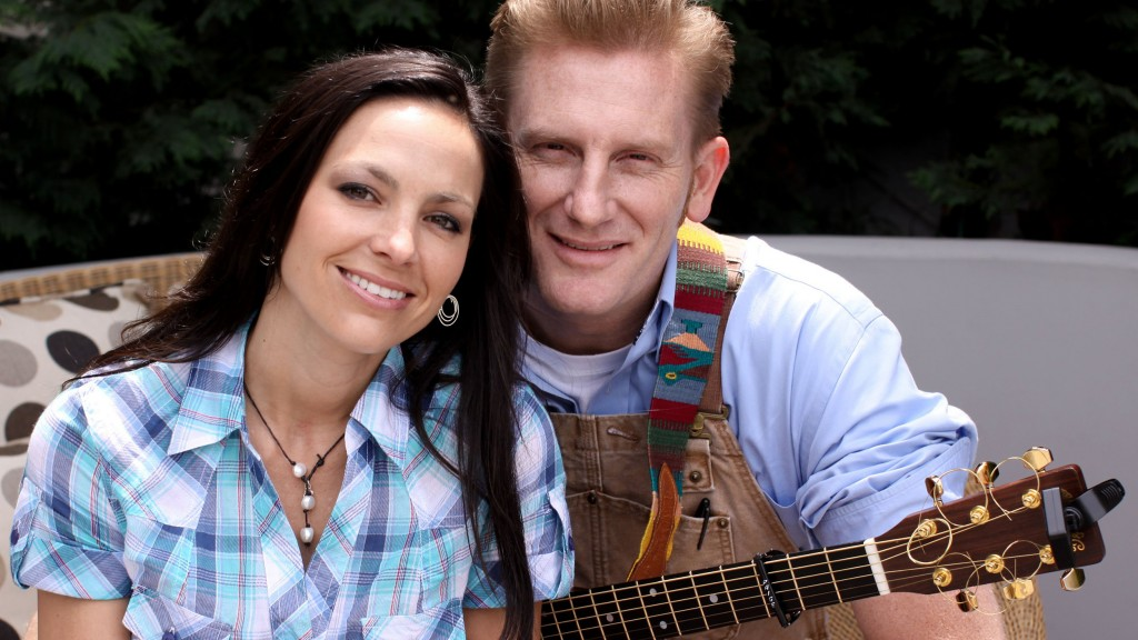 Joey Martin Feek, left, and Rory Lee Feek, of the country music duo Joey and Rory, pose for a photo on Thursday April 23, 2009, in Los Angeles. (AP Photo/Richard Vogel)